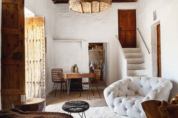 featured posts image for Stylishly designed 400 year old cave-like house in Ibiza