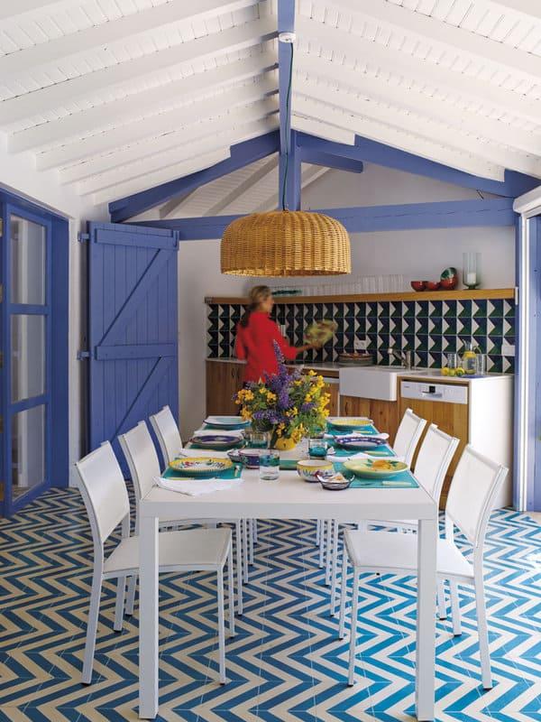 Mediterranean-Style-Pool-House-Melian-Randolph-06-1 Kindesign