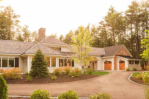 featured posts image for Contemporary courtyard cottage infused with elegance in Maine