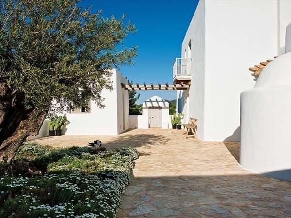 House in Ibiza-AzulTierra-01-1 Kindesign
