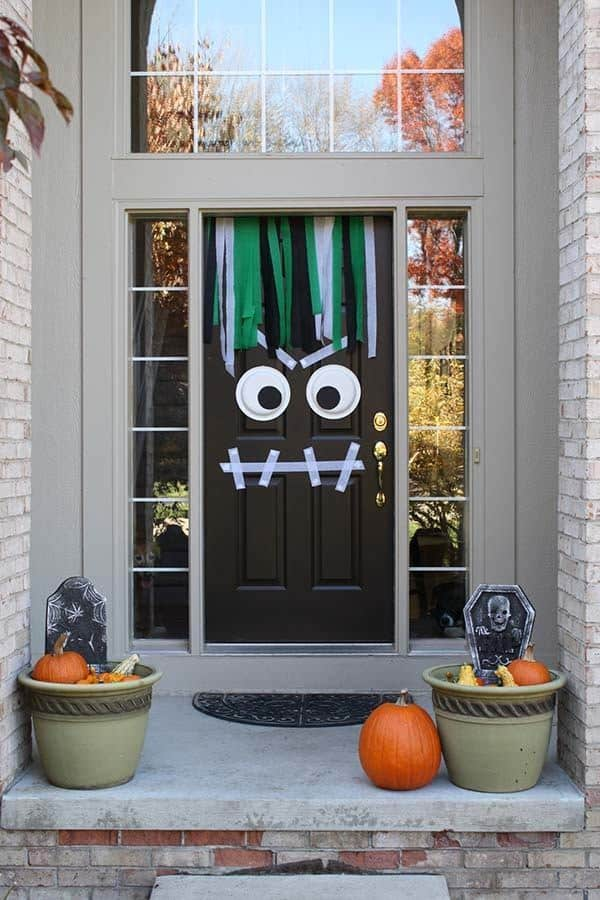 Outdoor Halloween Decorating Ideas-07-1 Kindesign