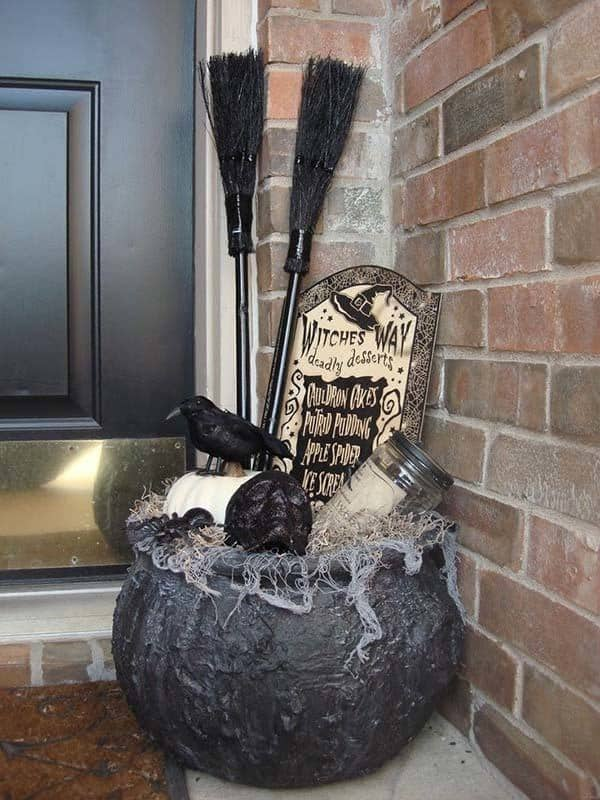 Outdoor Halloween Decorating Ideas-10-1 Kindesign