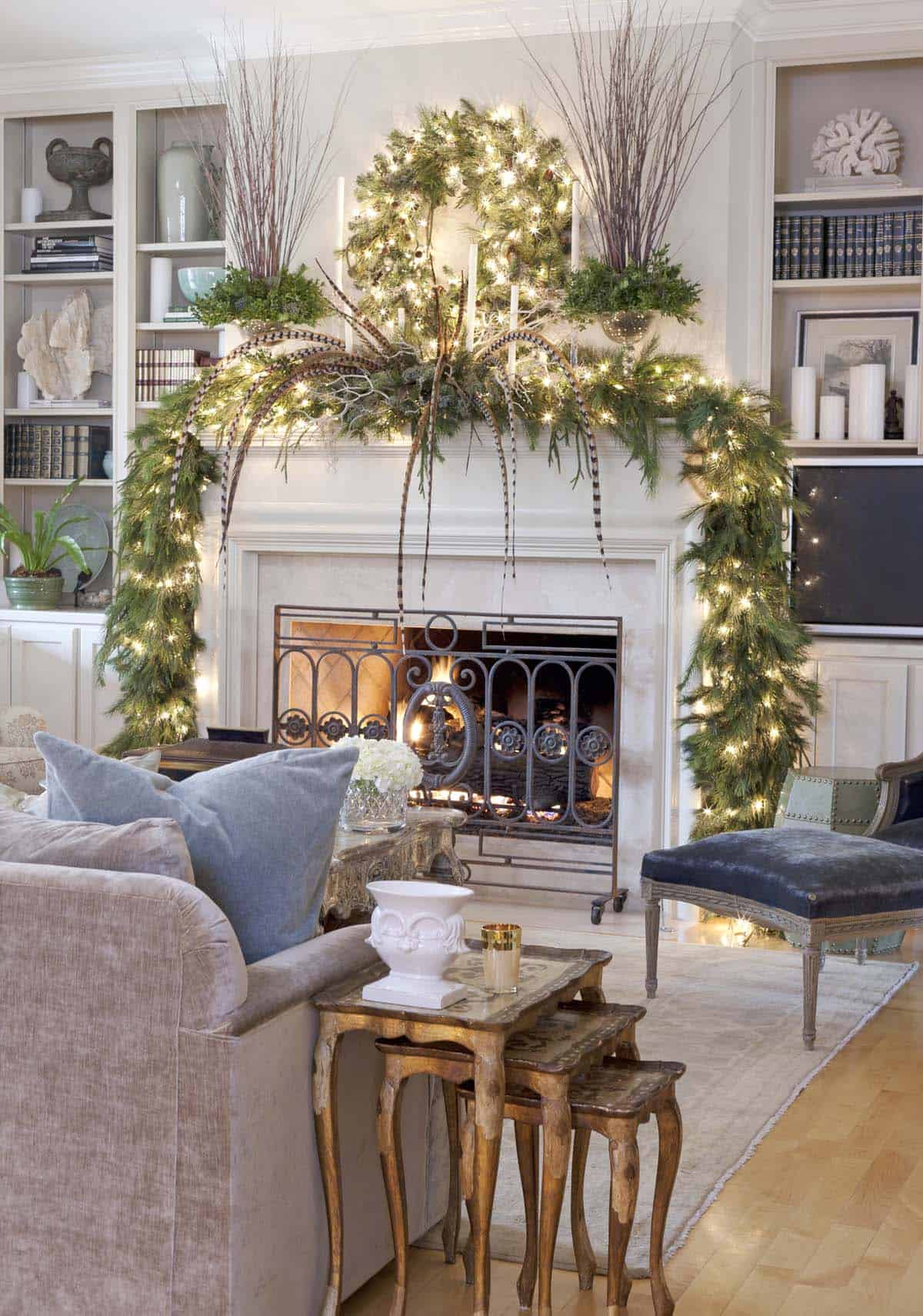 Christmas Mantel Decorating Ideas-01-1 Kindesign