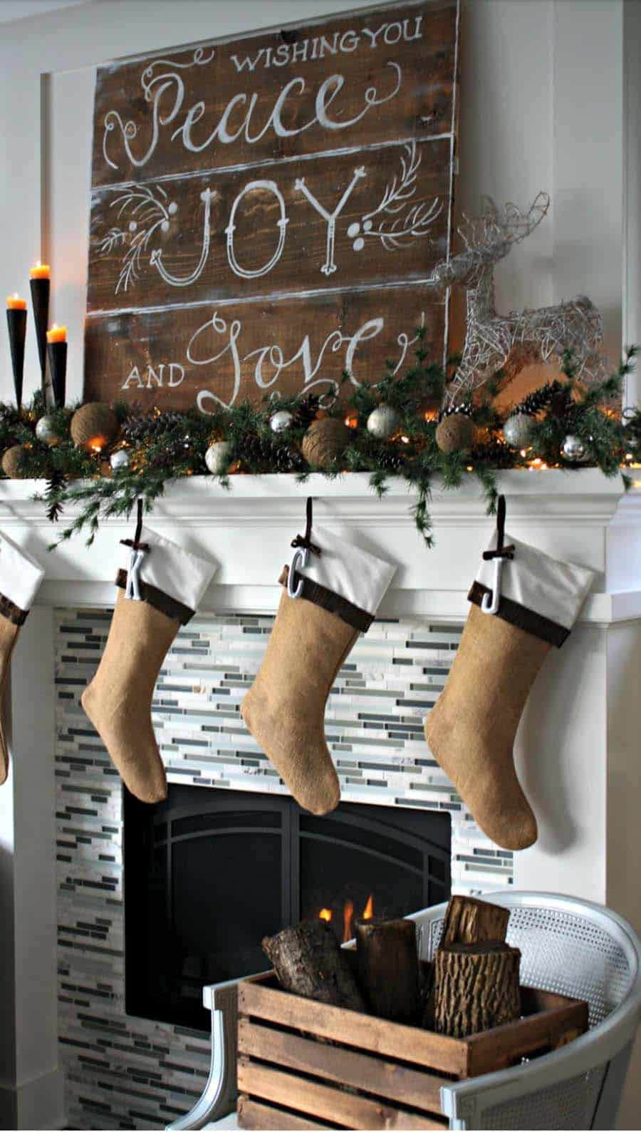 christmas-mantel-decorating-ideas-02-1-kindesign