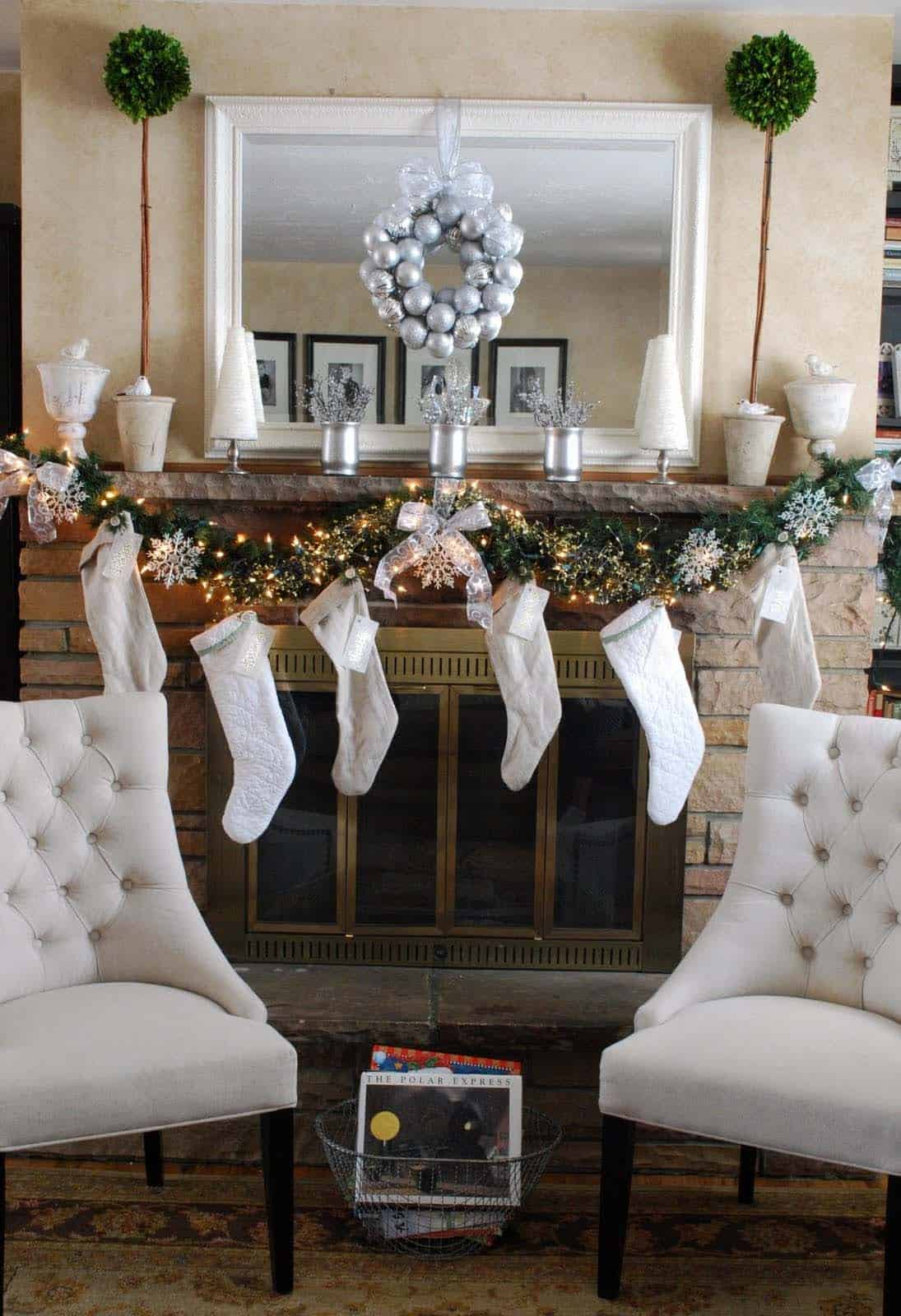 Christmas Mantel Decorating Ideas-08-1 Kindesign