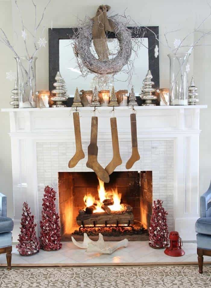 Christmas Mantel Decorating Ideas-14-1 Kindesign