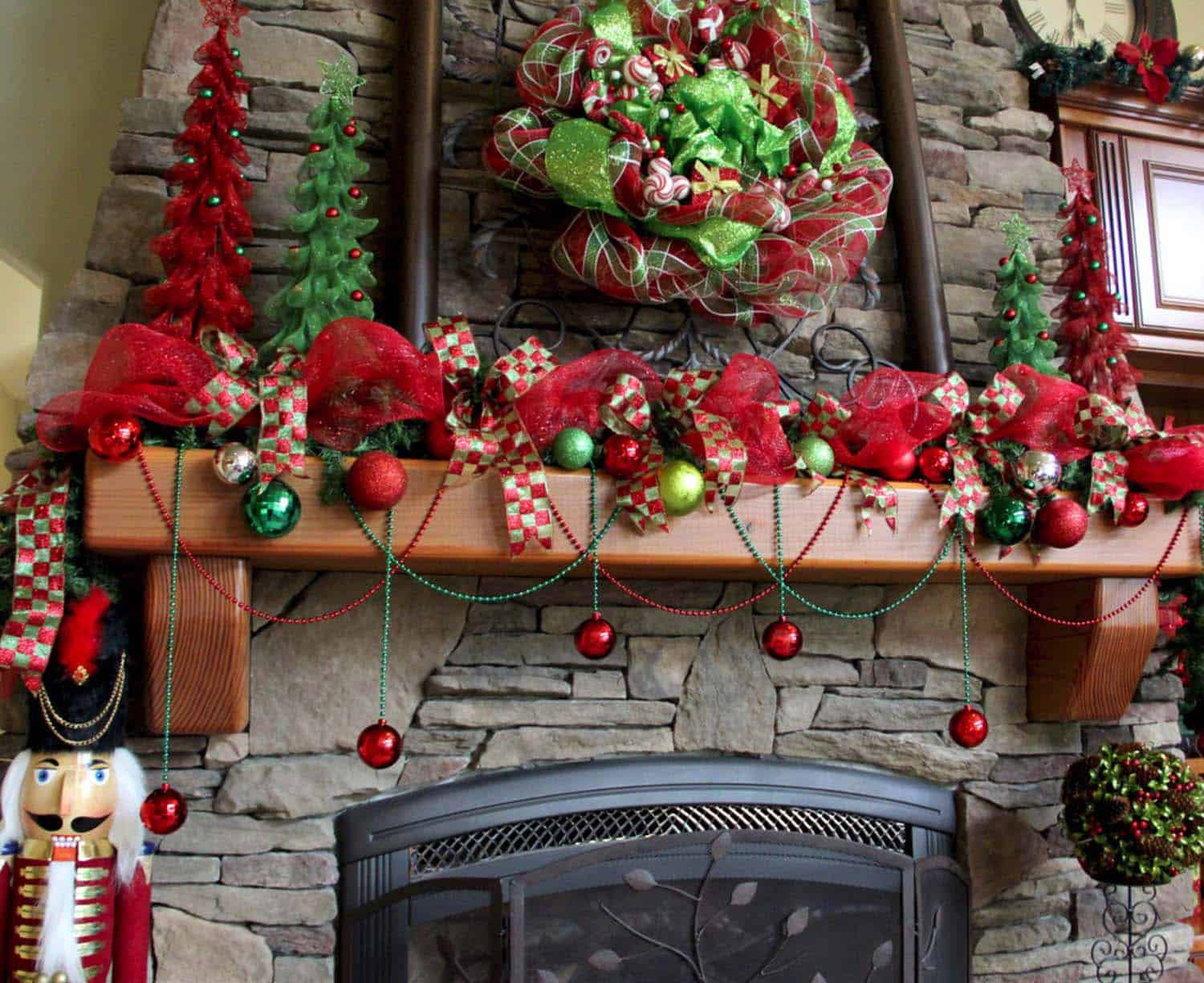 Christmas Mantel Decorating Ideas-16-1 Kindesign