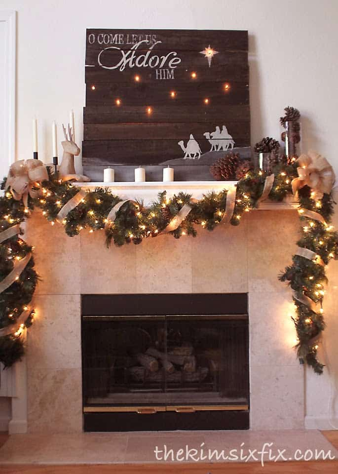 Christmas Mantel Decorating Ideas-19-1 Kindesign
