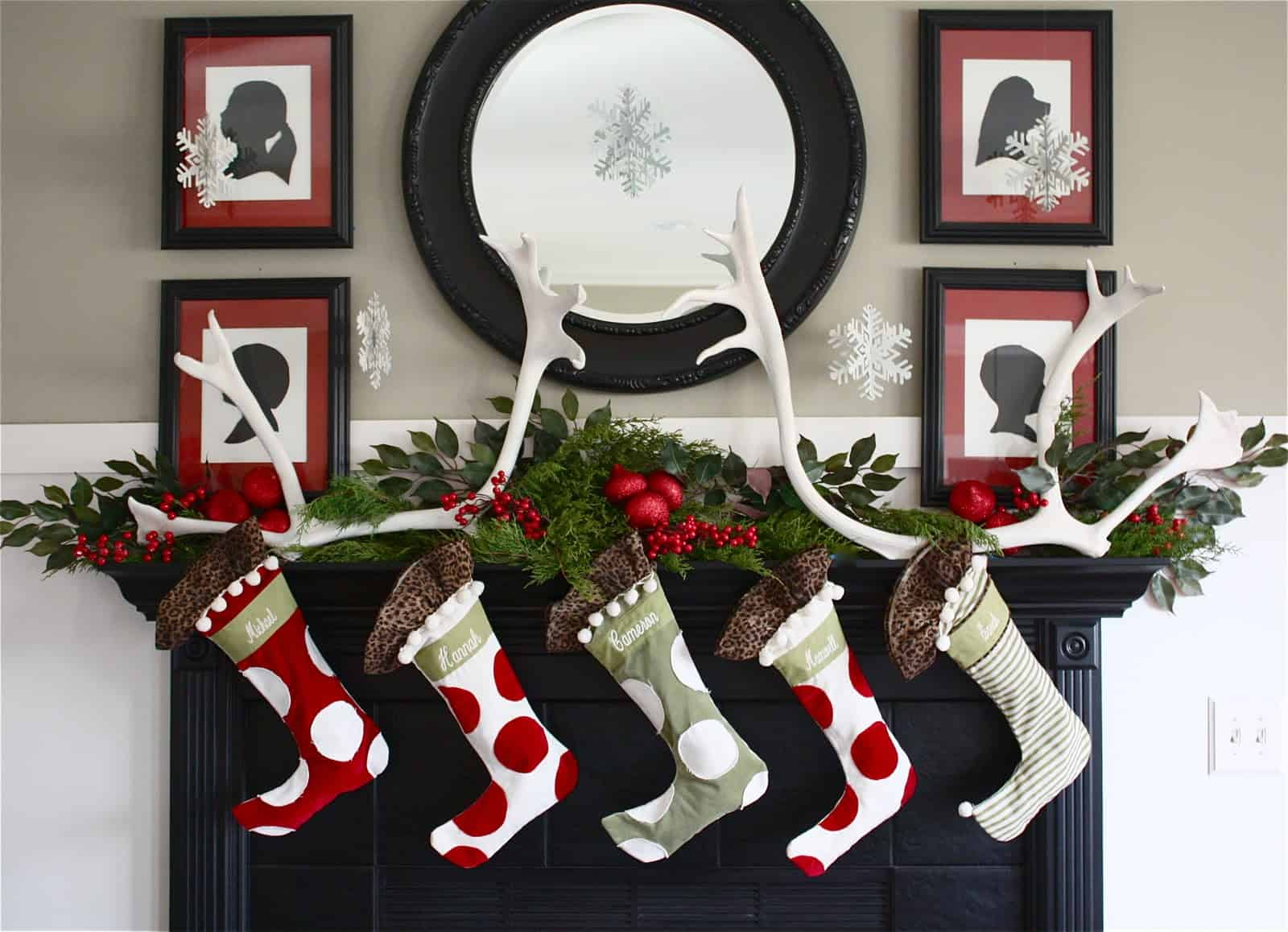Christmas Mantel Decorating Ideas-29-1 Kindesign