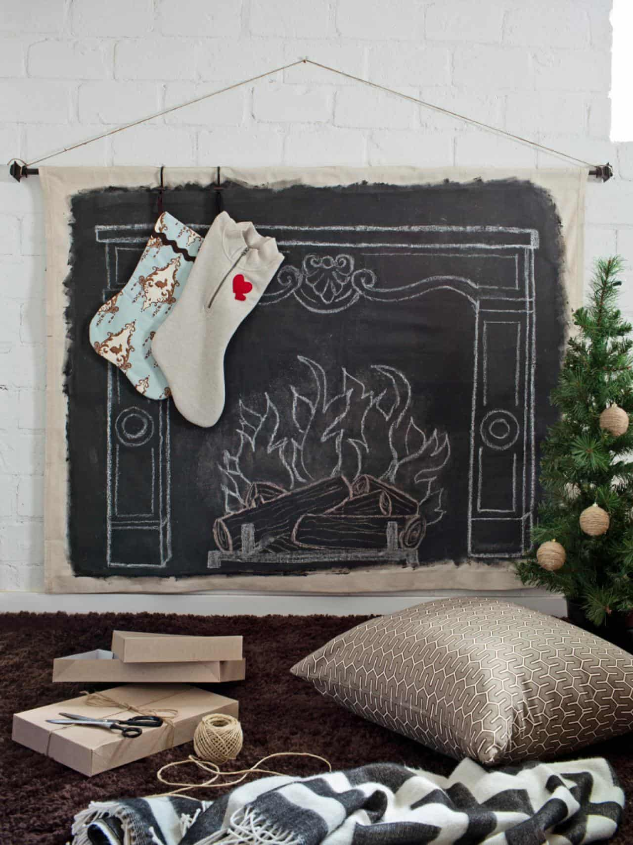 Christmas Mantel Decorating Ideas-31-1 Kindesign