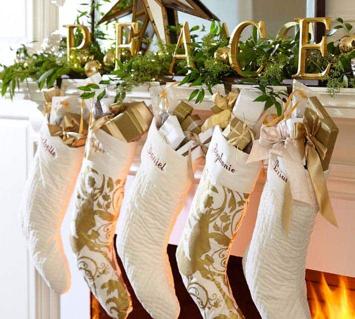 Christmas Mantel Decorating Ideas-32-1 Kindesign