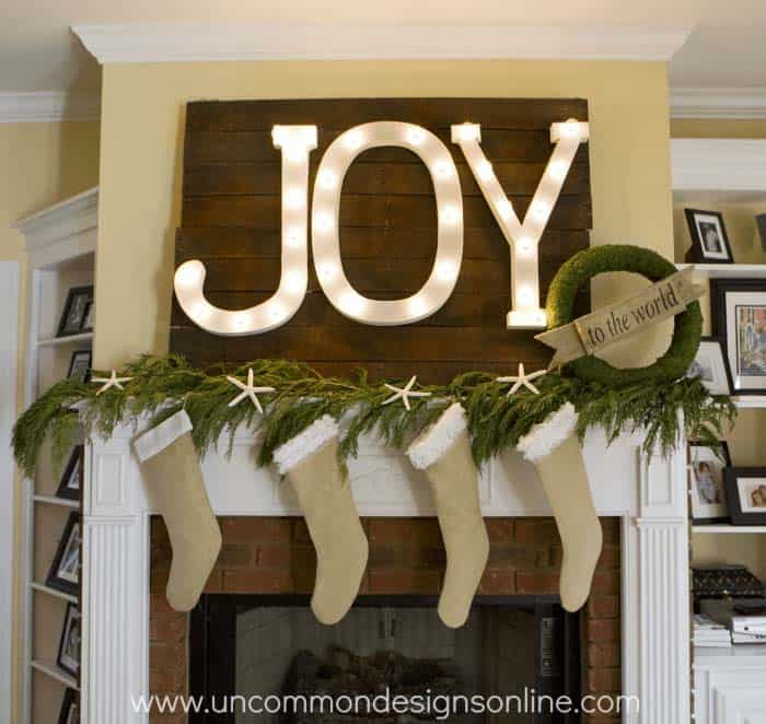 Christmas Mantel Decorating Ideas-38-1 Kindesign