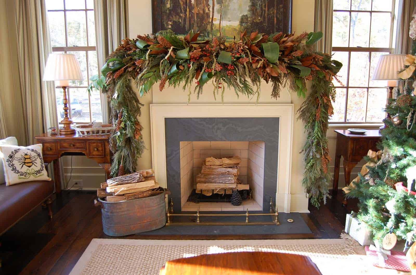 Christmas Mantel Decorating Ideas-43-1 Kindesign
