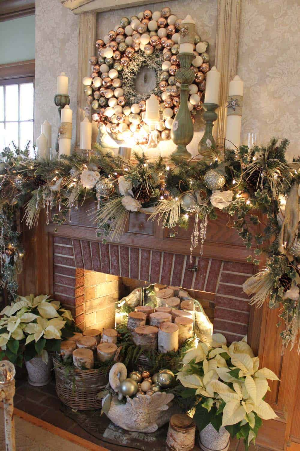 Christmas Mantel Decorating Ideas-57-1 Kindesign