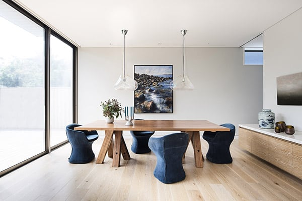 Contemporary-Beach-Home-Brett Mickan-01-1 Kindesign