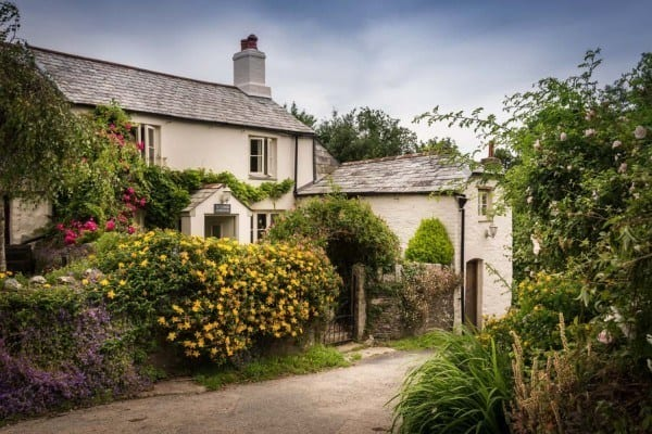 featured posts image for Charming English cottage offers a fairytale getaway