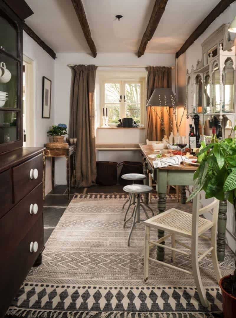 Charming english cottage offers a fairytale getaway - Casas de campo interiores ...