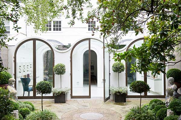 featured posts image for An elegant London Mews House gets a stylish makeover