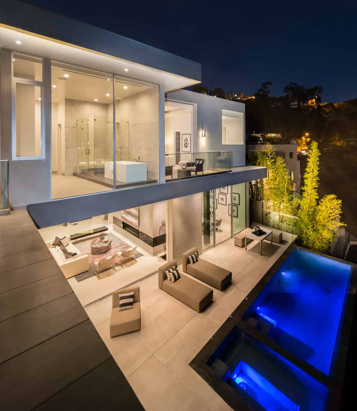 Amazing Outdoor Kitchens That You Might Have While Living: Modern LA Property Boasting Magnificent Outdoor Living