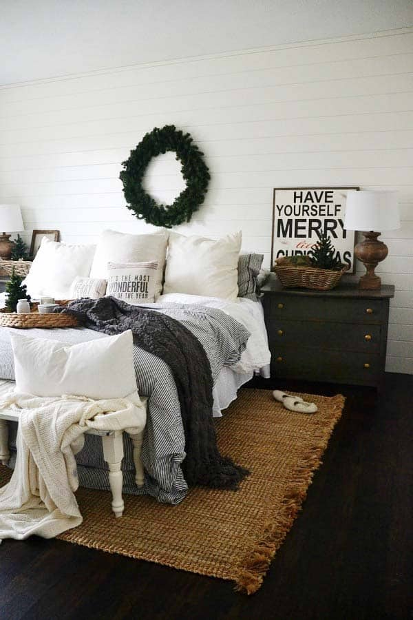 Christmas Bedroom Decorating Ideas-01-1 Kindesign
