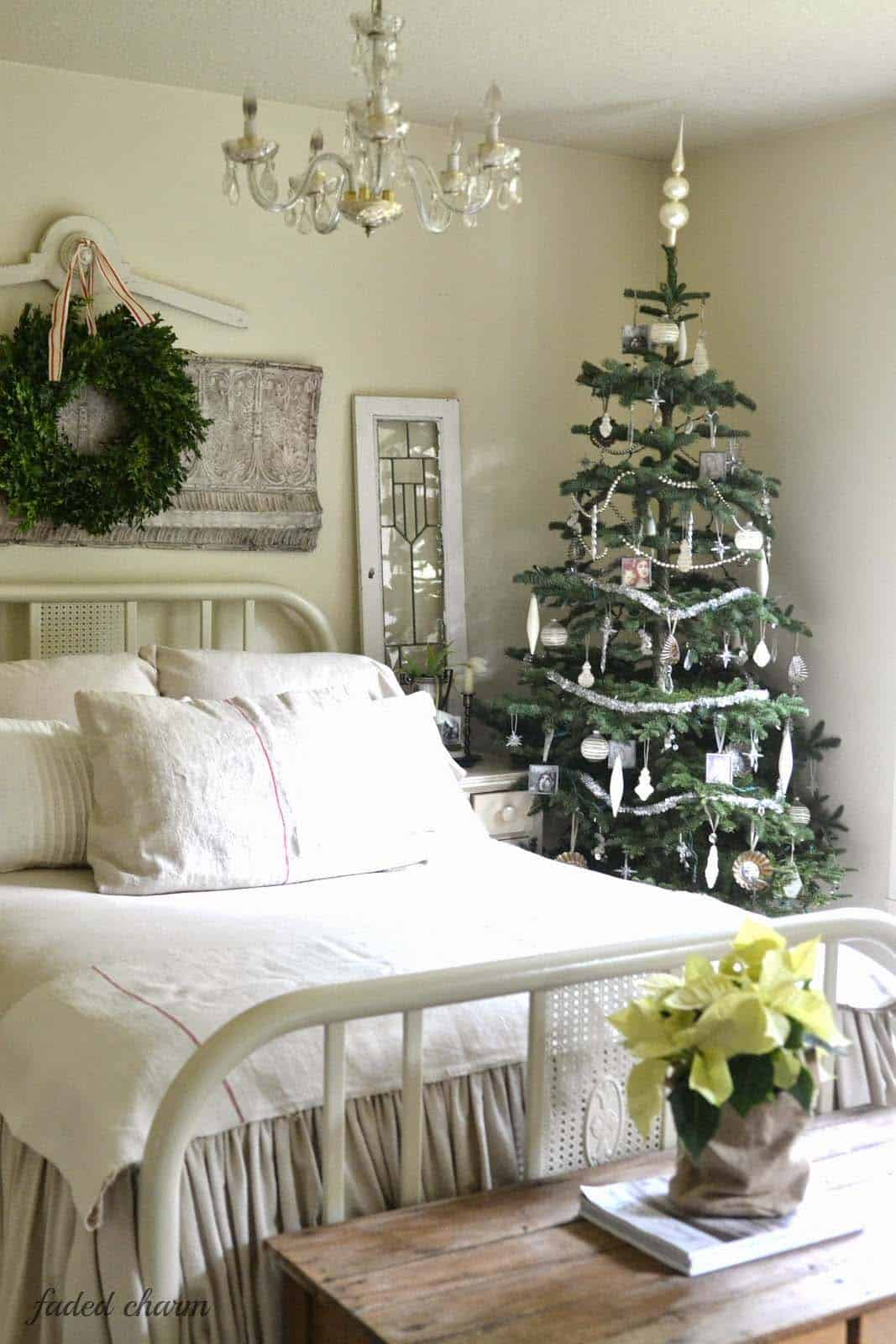 Christmas Bedroom Decorating Ideas-08-1 Kindesign