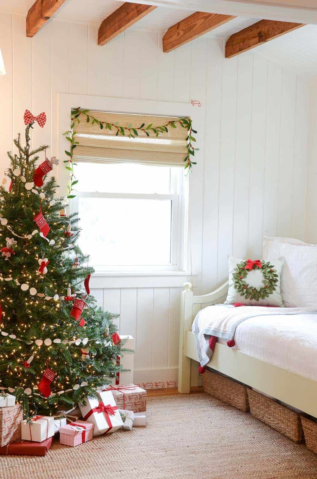 Christmas Bedroom Decorating Ideas-14-1 Kindesign