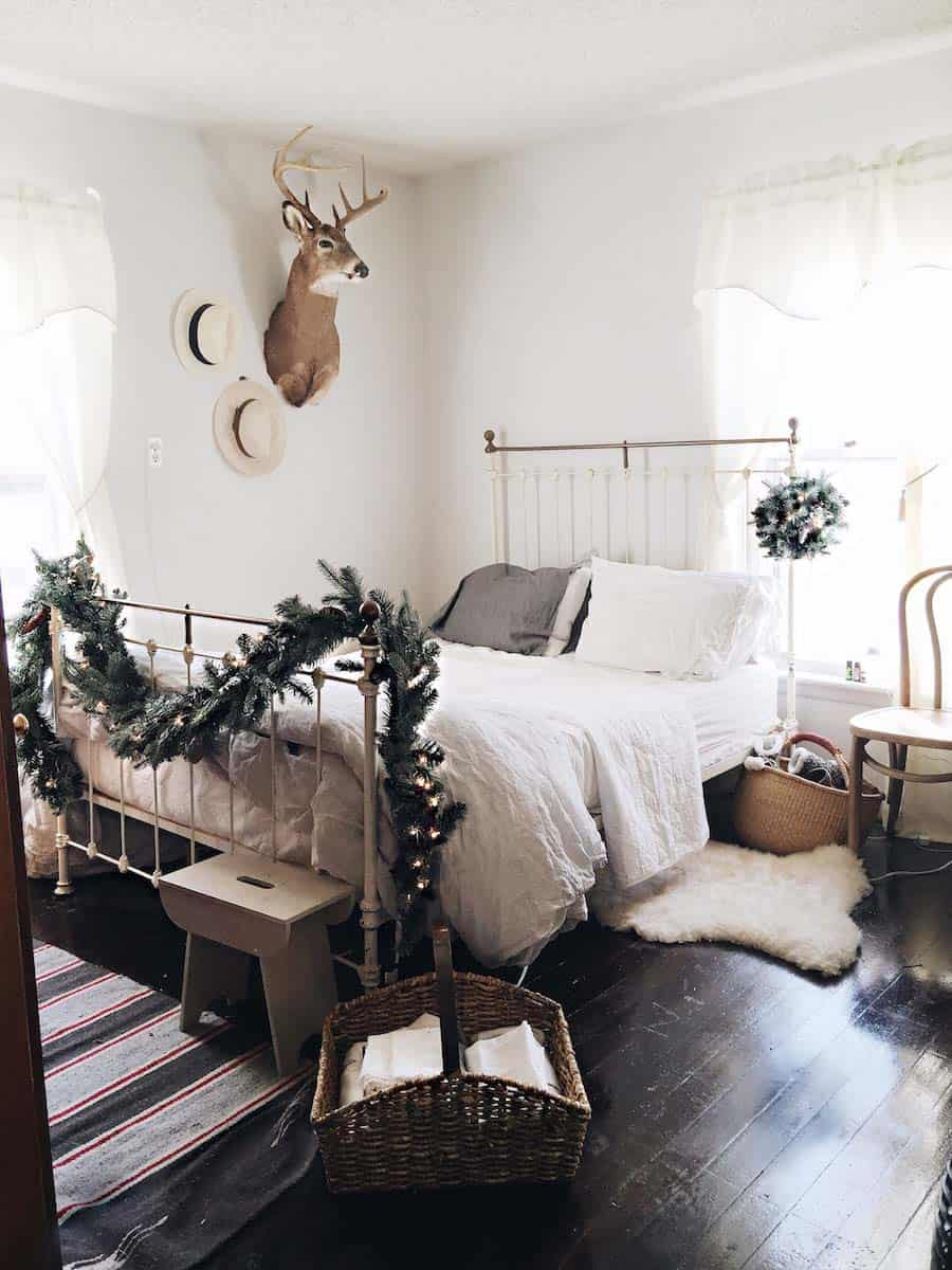 Christmas Bedroom Decorating Ideas-33-1 Kindesign