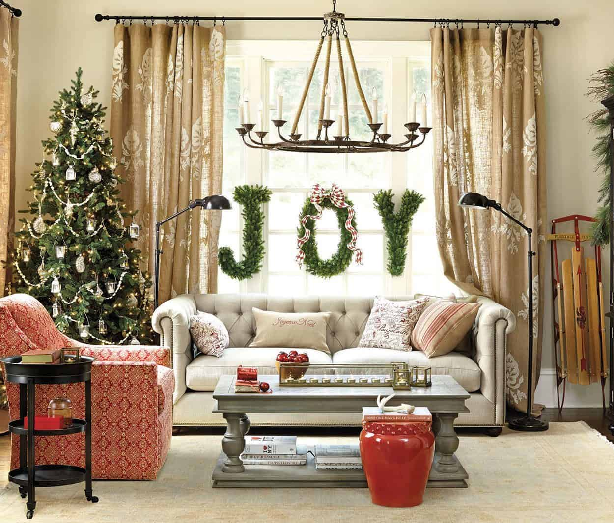 40 christmas decorated spaces to put you in a holiday mood for Elle decor india contact