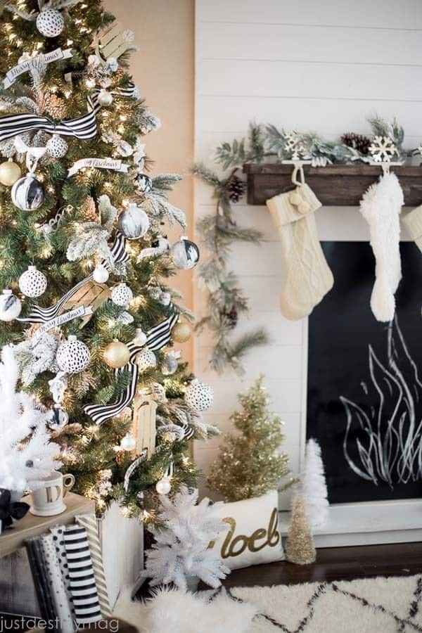 Christmas Decorated Spaces-09-1 Kindesign