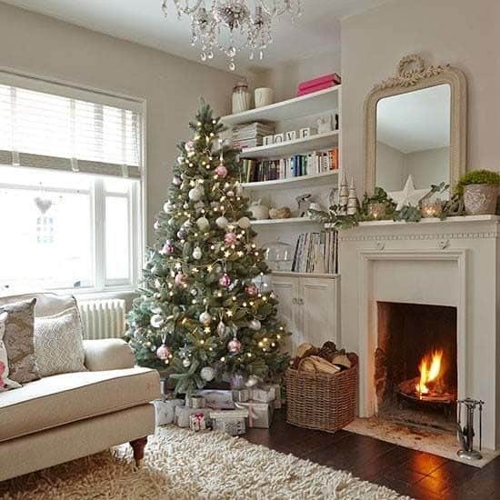 Christmas Decorated Spaces-42-1 Kindesign