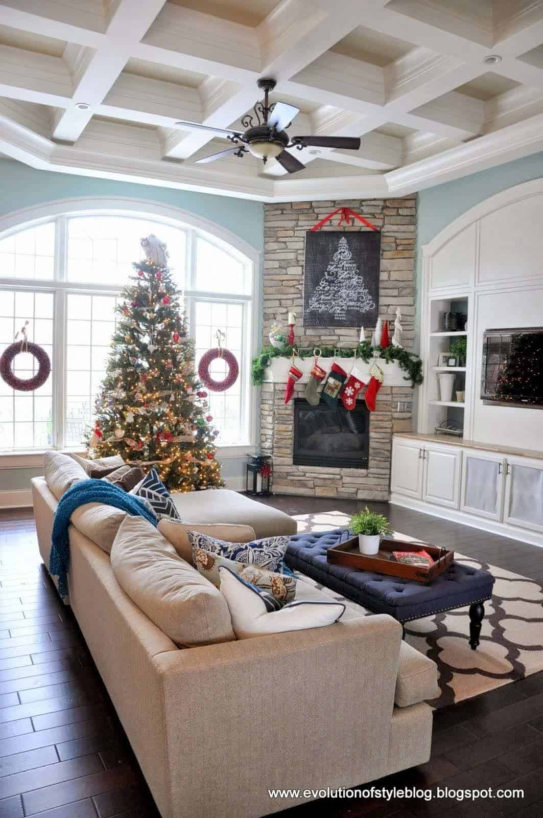 Christmas Decorated Spaces-43-1 Kindesign