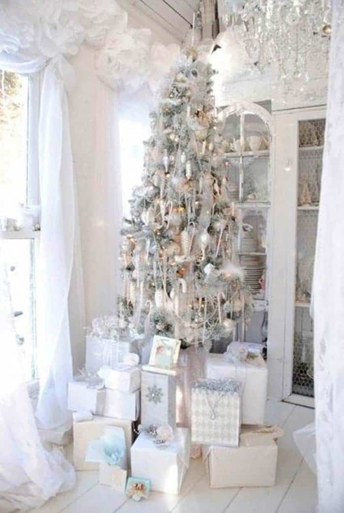 christmas tree decoration ideas 15 1 kindesign - Decorating With Silver And Gold For Christmas
