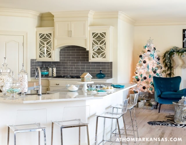 Holiday Decorated Home-Katie Grace Designs-02-1 Kindesign