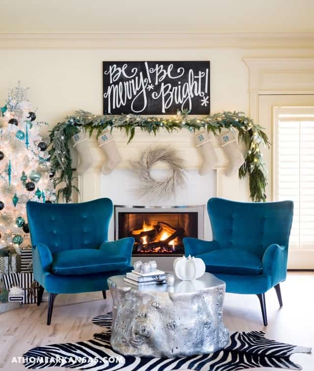 Holiday Decorated Home-Katie Grace Designs-03-1 Kindesign