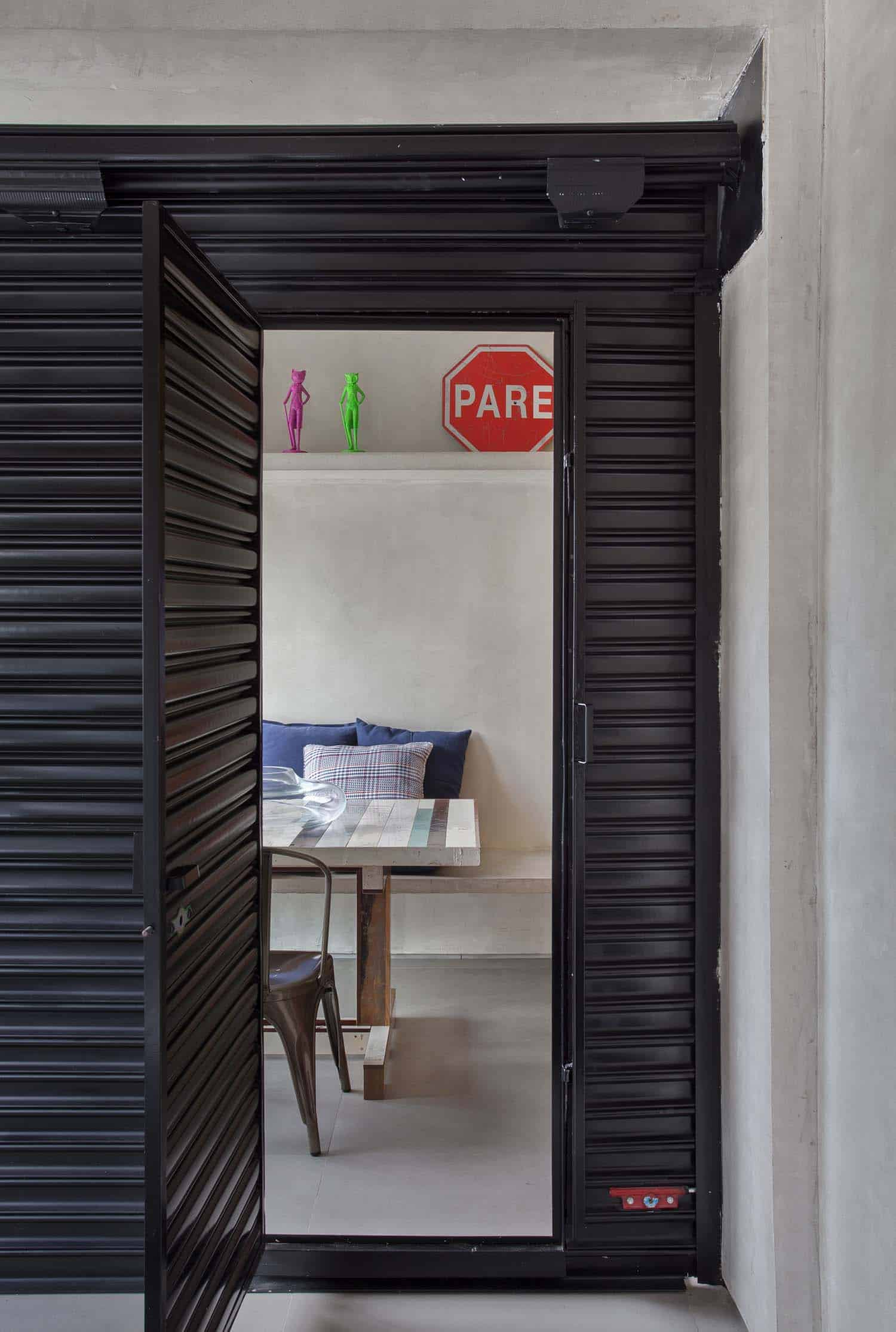 Modern Concrete Apartment-Studio-roca-12-1-Kindesign
