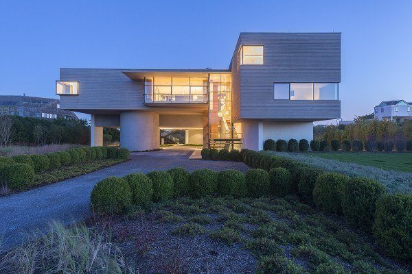 featured posts image for Imposing Bridgehampton home showcases spectacular design