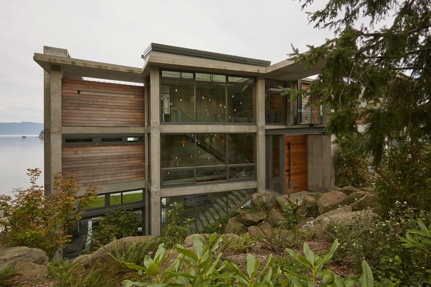 Contemporary Waterfront Home-McClellan Architects-02-1 Kindesign