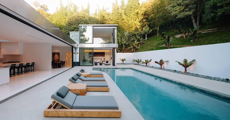 Modern-Home-Renovation-Belzberg Architects-02-1 Kindesign
