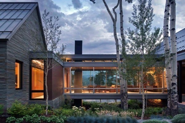 featured posts image for Sleek, contemporary dwelling in Colorado features a glass bridge