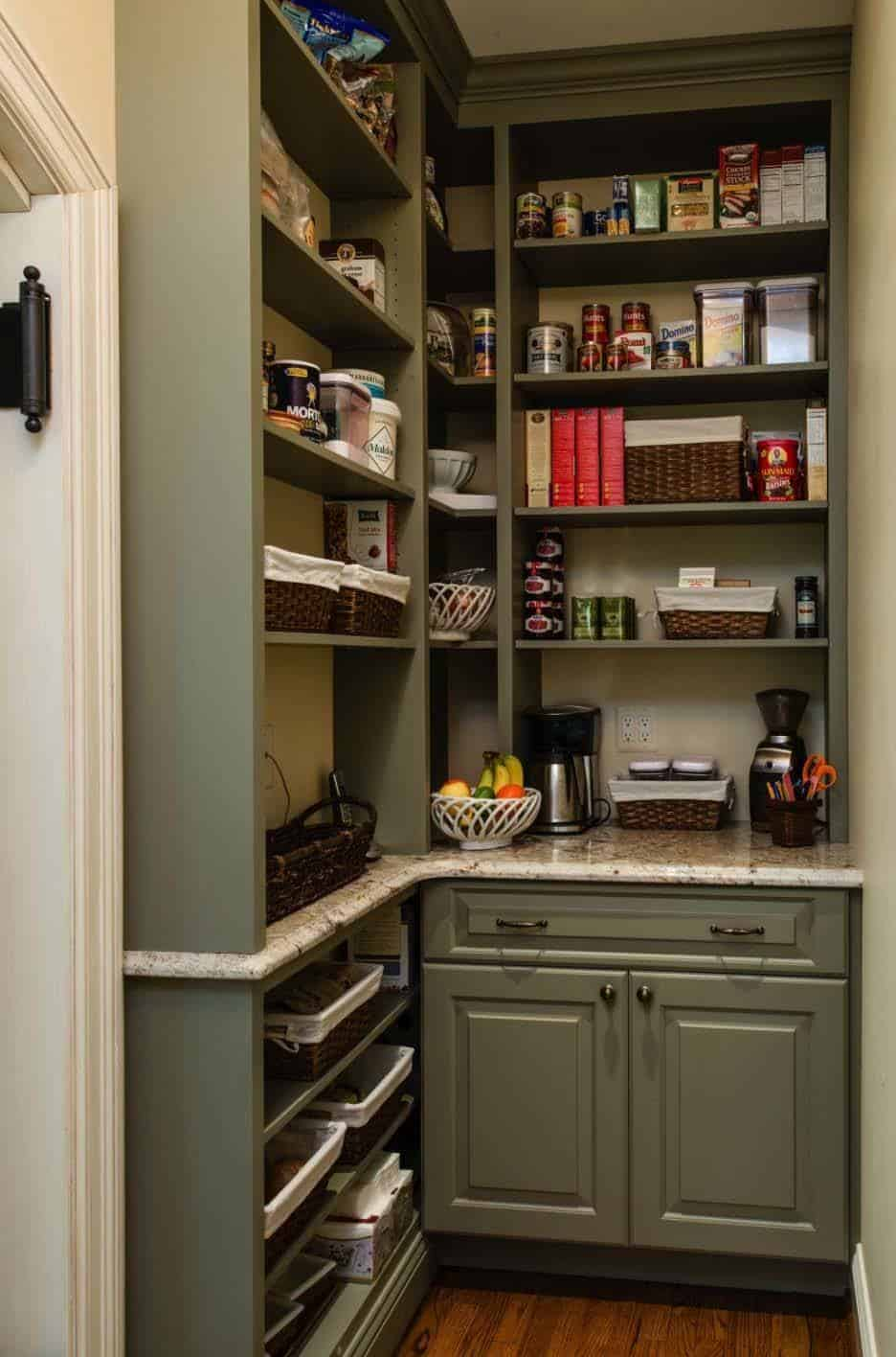 35 clever ideas to help organize your kitchen pantry for Kitchen closet ideas