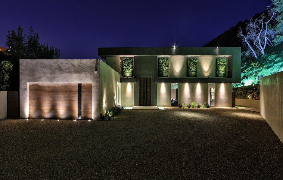 Stylish Contemporary Residence-03-1 Kindesign
