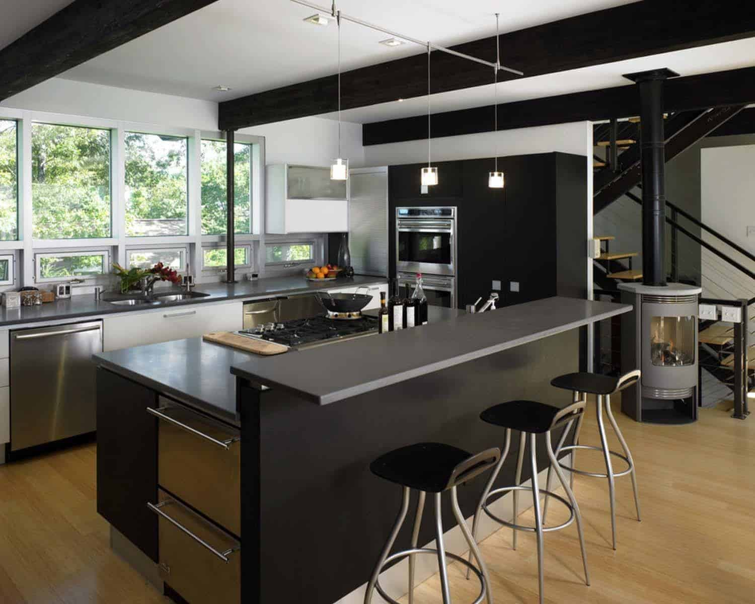Dramatic Black Kitchen Ideas-10-1 Kindesign