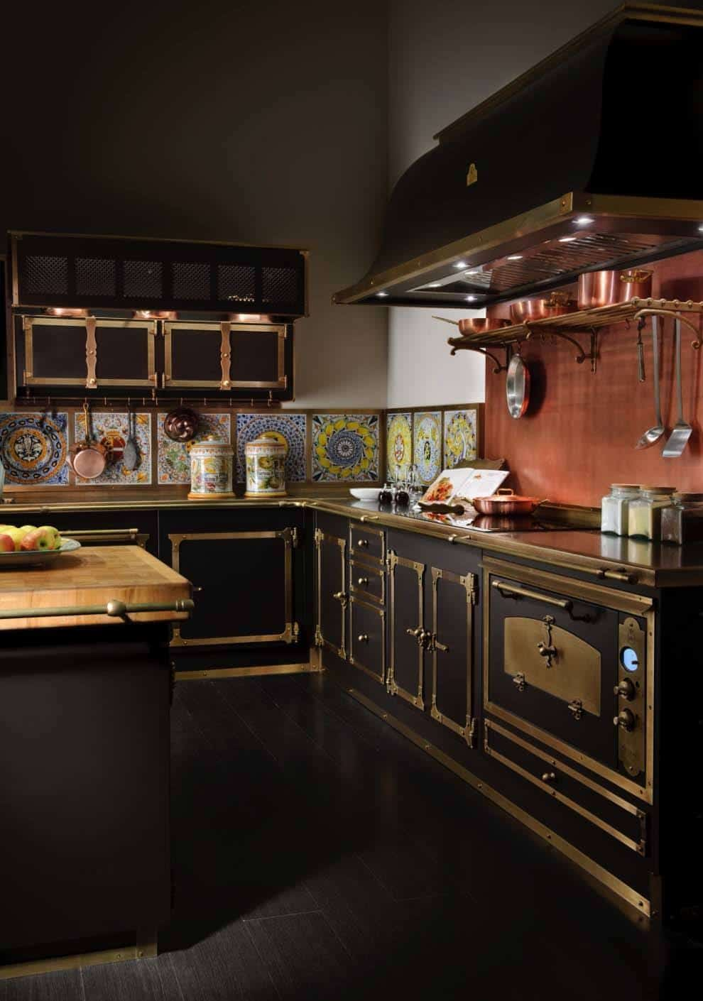 Dramatic Black Kitchen Ideas-12-1 Kindesign