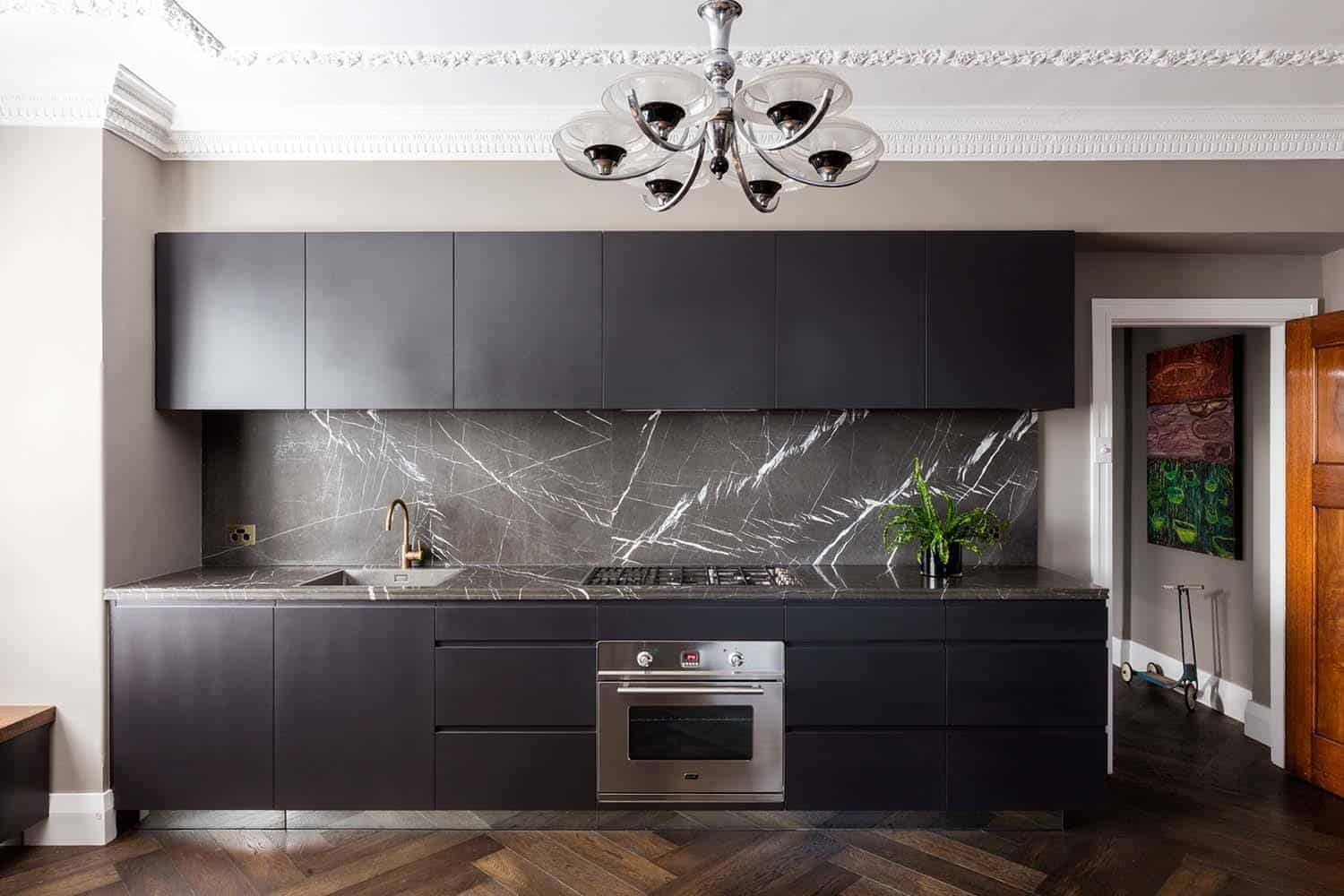 Dramatic Black Kitchen Ideas-18-1 Kindesign