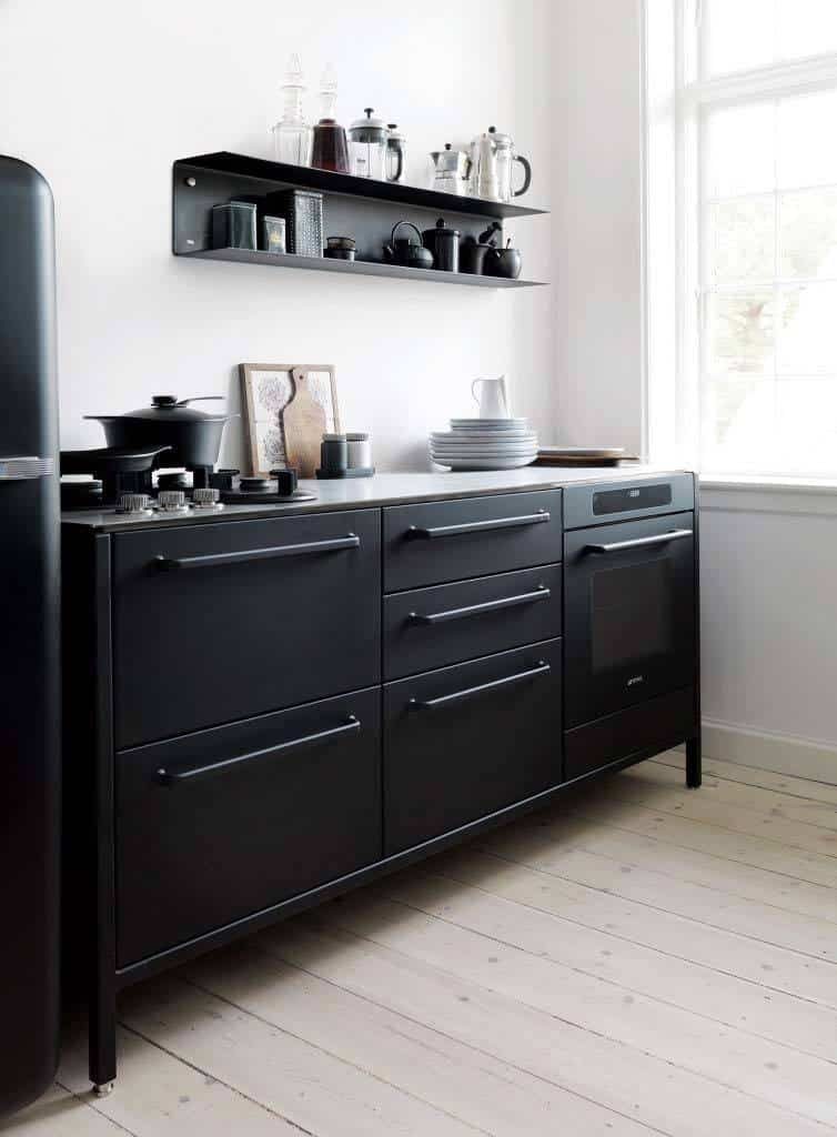 Dramatic Black Kitchen Ideas-25-1 Kindesign