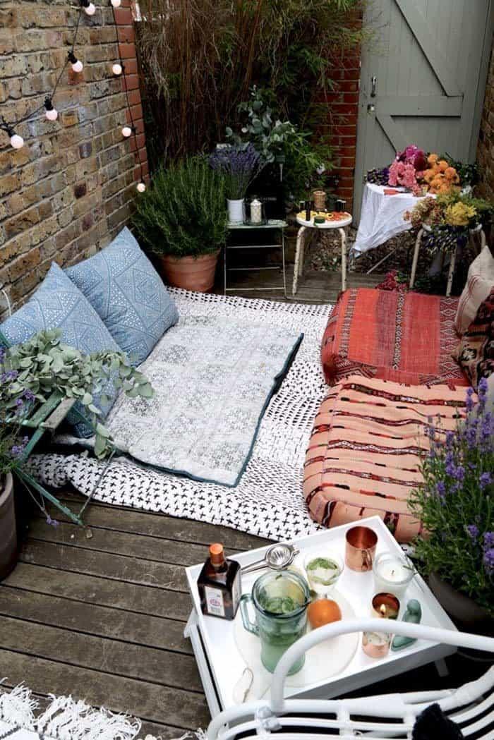 Fabulous-Spring-Balcony-Decor-Ideas-04-1 Kindesign
