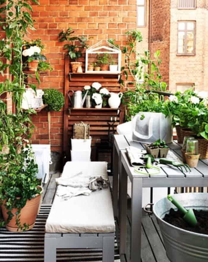 Fabulous-Spring-Balcony-Decor-Ideas-05-1 Kindesign