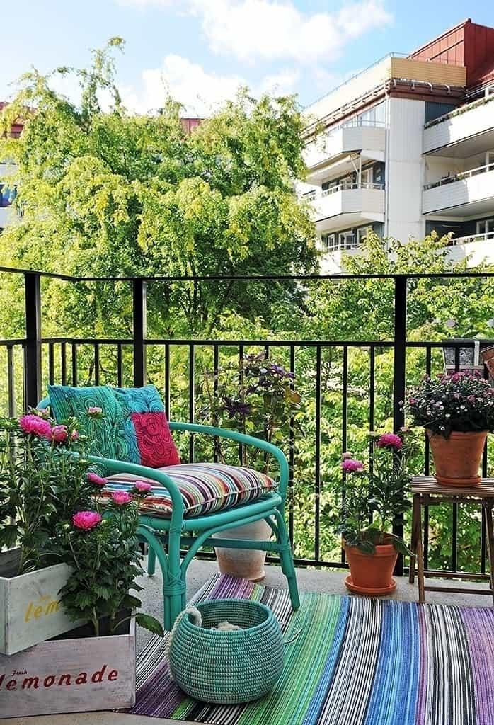 Fabulous-Spring-Balcony-Decor-Ideas-13-1 Kindesign