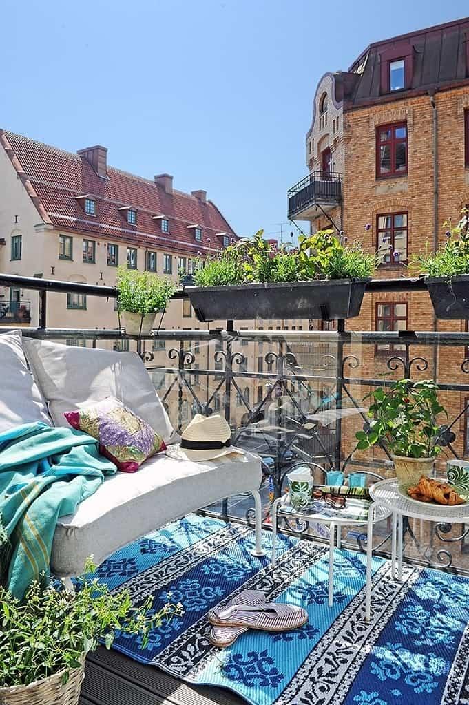 Fabulous-Spring-Balcony-Decor-Ideas-15-1 Kindesign