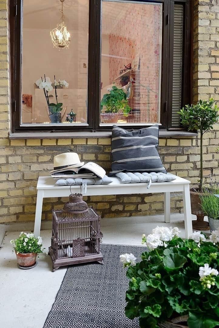 Fabulous-Spring-Balcony-Decor-Ideas-16-1 Kindesign